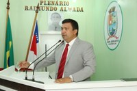 Presidente da Câmara intermedeia doação de livros à biblioteca municipal e reúne com gerência da Amazonas Energia