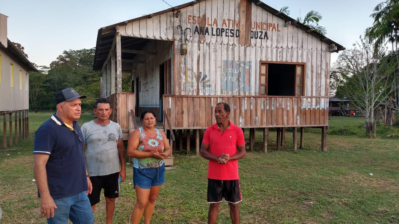 Tião Teixeira anuncia conclusão da reforma da escola de Santa Rita do Boto