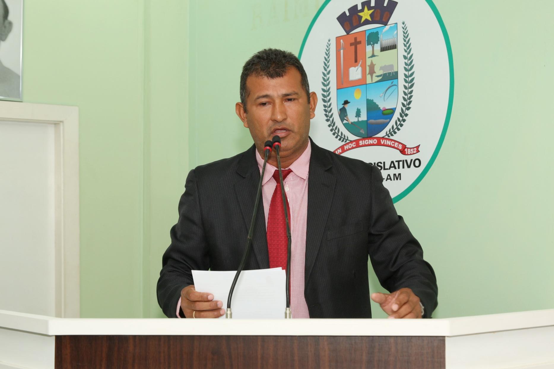 Vereador Bertoldo requer operação tapa-buracos e recuperação asfáltica para Rua 24 de Janeiro