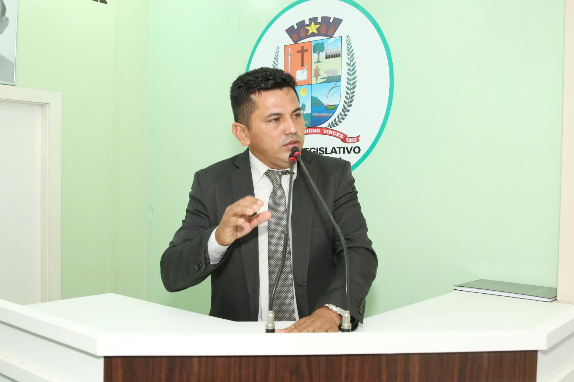Vereador Renei cobra que Amazonas Energia resolva problema de energia elétrica no Mocambo e critica postura da gerência local